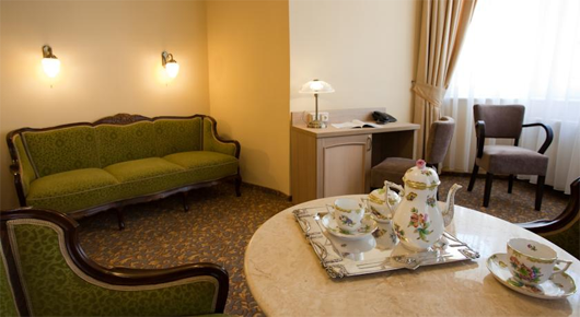 Barokk Hotel Promenád - Gyoer Ungarn
